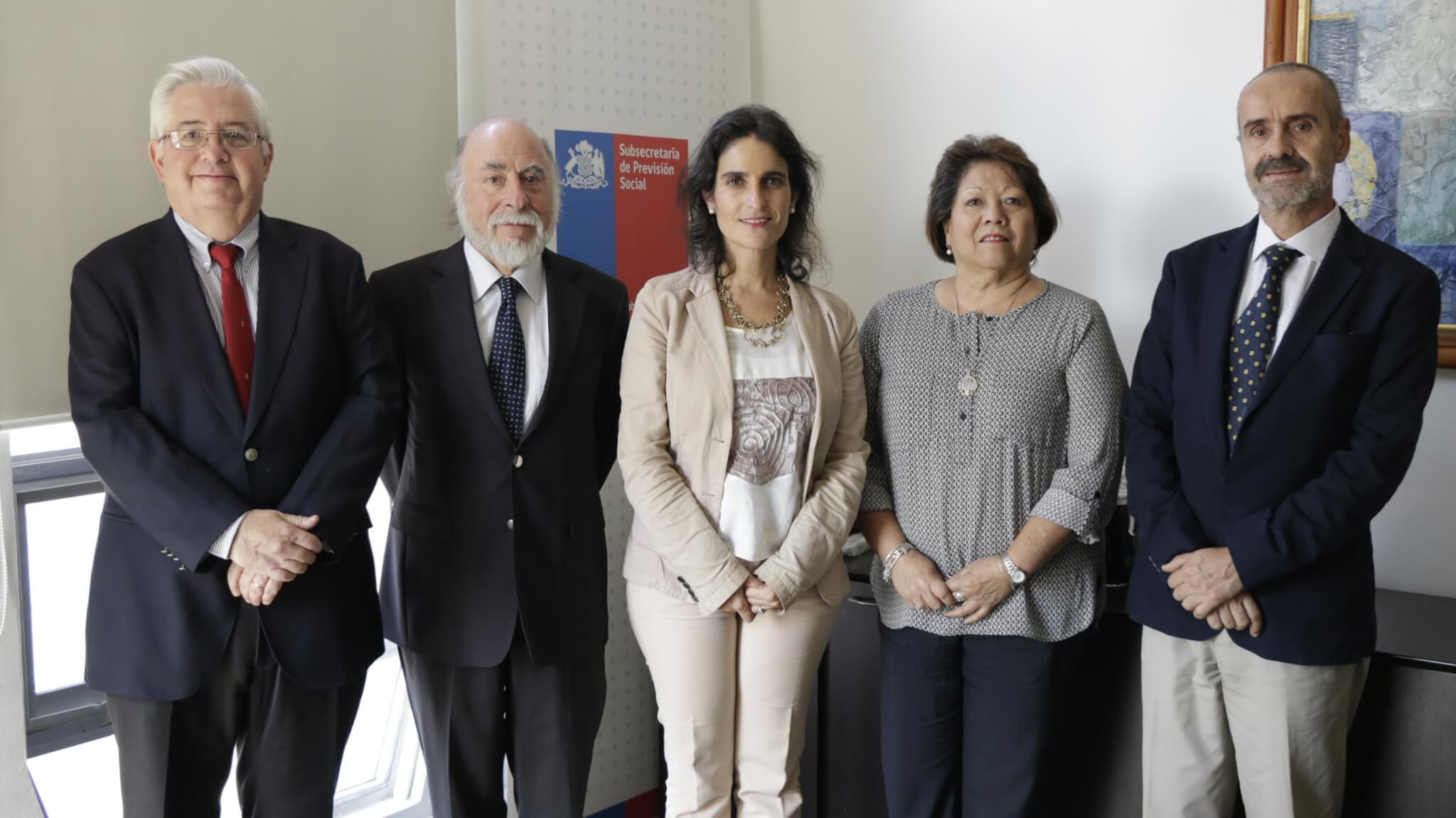 José Molina, Augusto Bruna, la subsecretaria de Previsión Social, María José Zaldívar; Ana María Muñoz y Ernesto Evans.